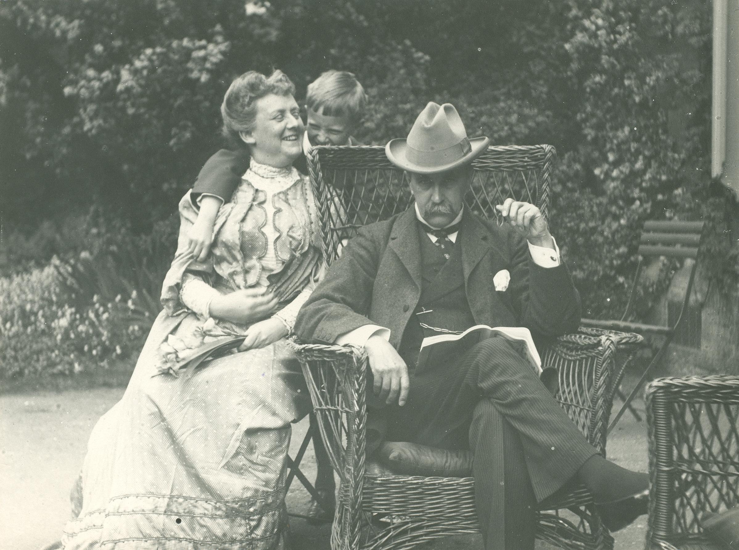 Osler Family at 7 Norham Gardens, Oxford, 1905